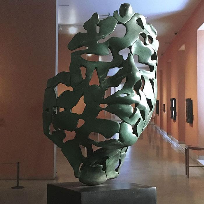 Esencia de juventud en bronce de fundición oxido verde