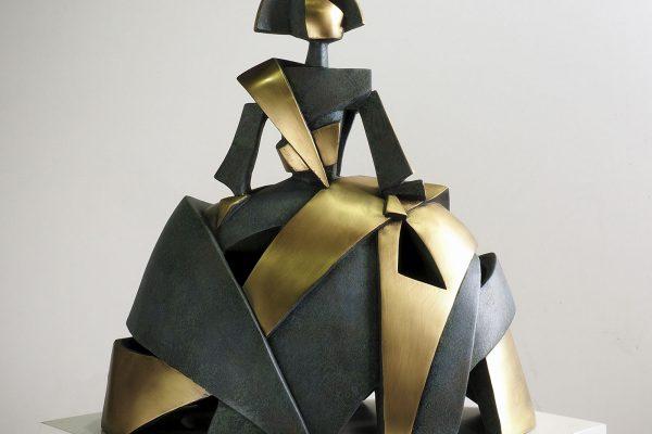 Escultura-Menina-Aire-y-Metal-en-Bronce-Oxido-Verde