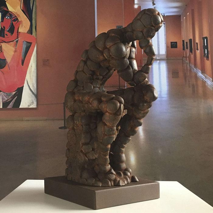 Pensador Rodin como excusa, óxido