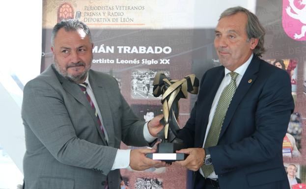 escultura-armonia-premio-al-mejor-deportista-leones-siglo-xx-coloman-trabado