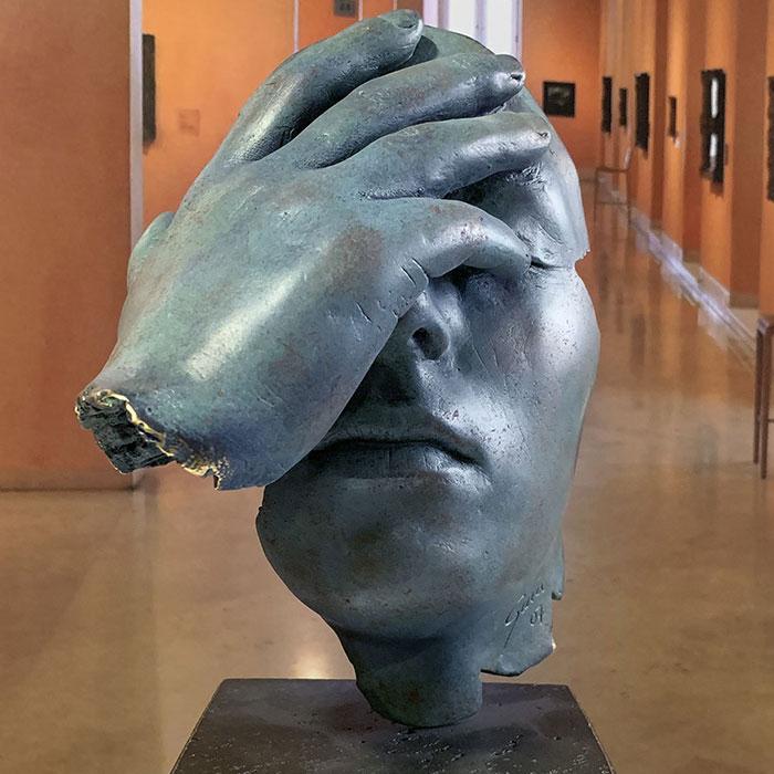 Reflexión bronce oxido azul