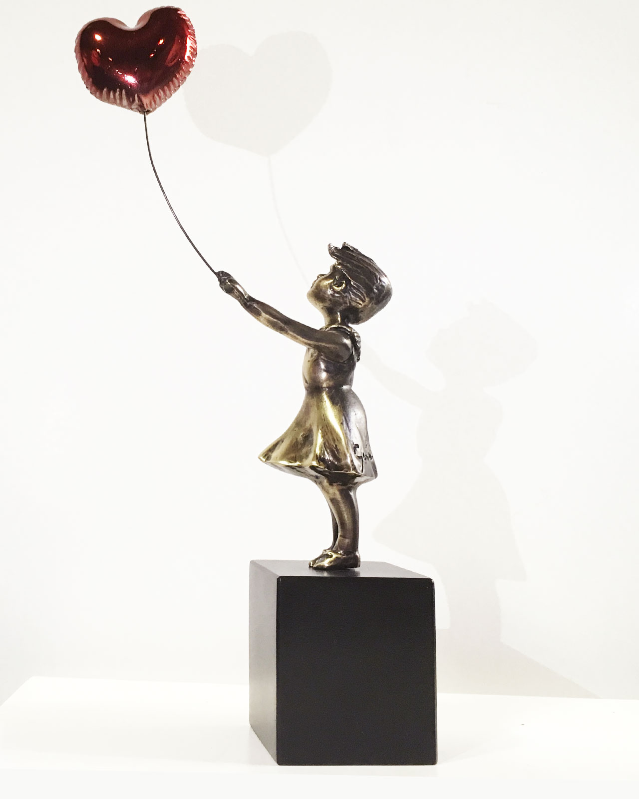 girl-with-red-balloon-miguel-guia